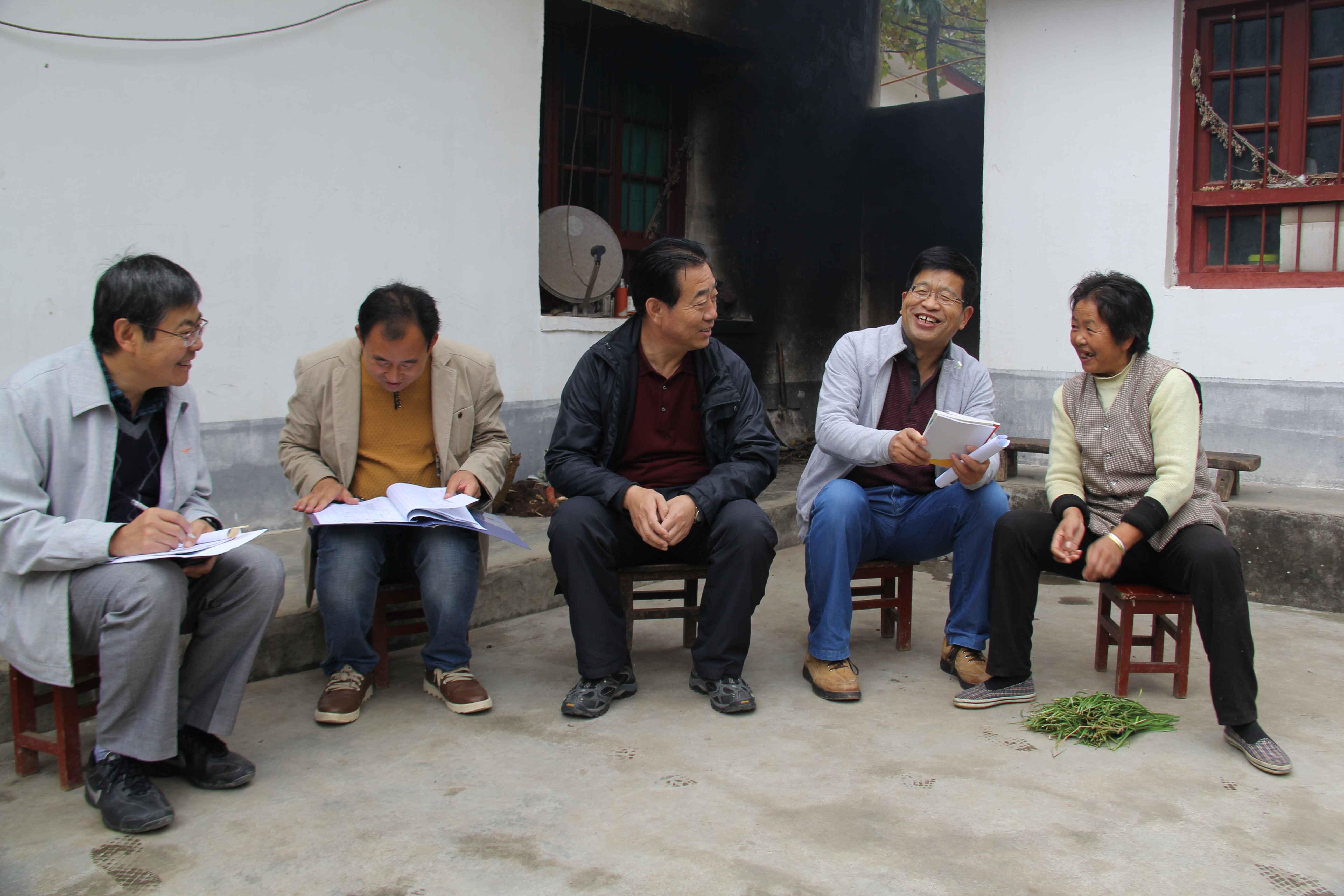 """社会主义学院在两当县太阳村开展双联行动""""大走访、回头看""""活动"""